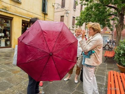 Bouncing umbrella